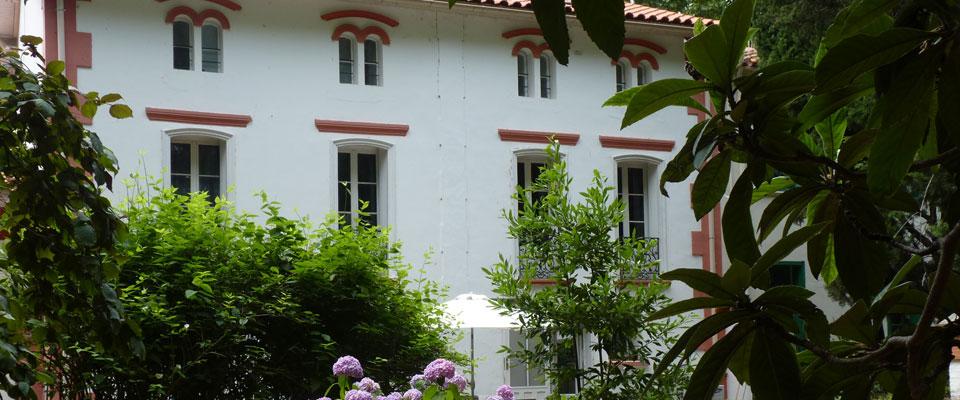 http://www.castelldebles.com/wp-content/themes/Paradise/timthumb.php?src=http://www.castelldebles.com/wp-content/uploads/2012/06/chambre-hotes-1.jpg&w=80&h=50&zc=1